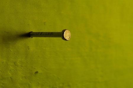 Come appendere i quadri alle pareti for Chiodo arredamenti