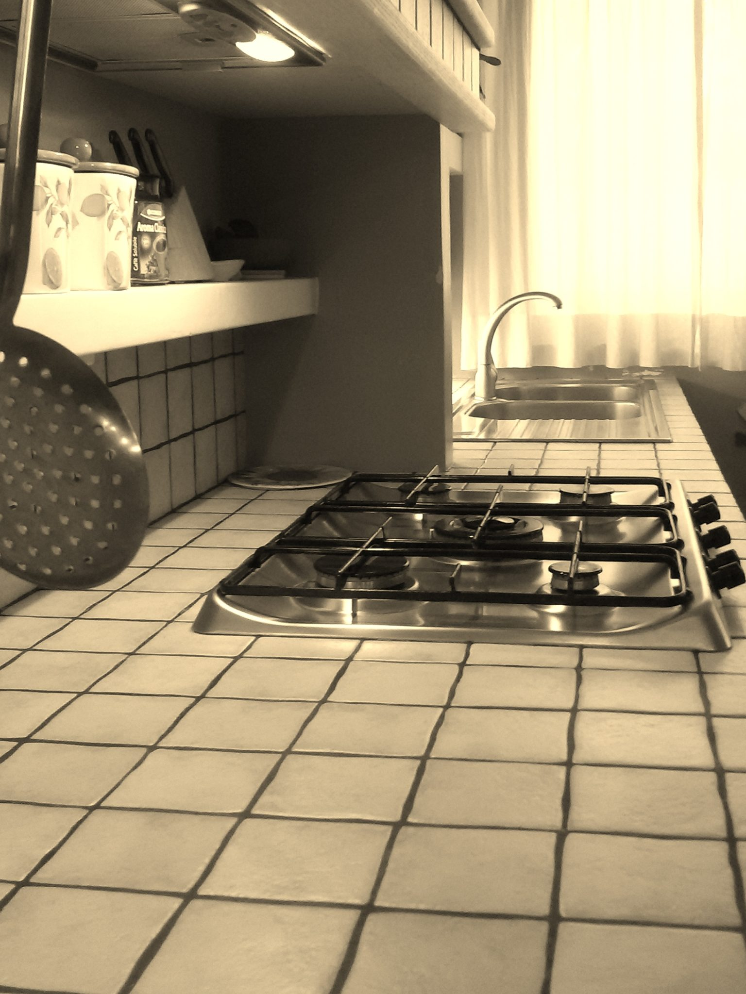 Quale top per la cucina il piano piastrellato lineatre kucita gli esperti dell 39 arredamento - Piano cucina in muratura ...