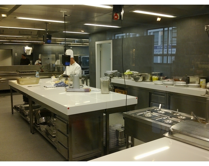Quale top in cucina piani in quarzo lineatre for Top in okite