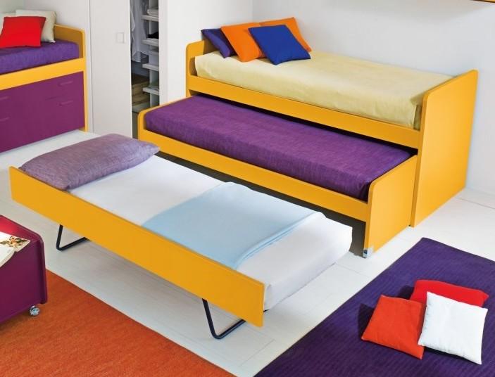 Camerette a ponte con tre letti cameretta a soppalco for Ikea letto ribaltabile