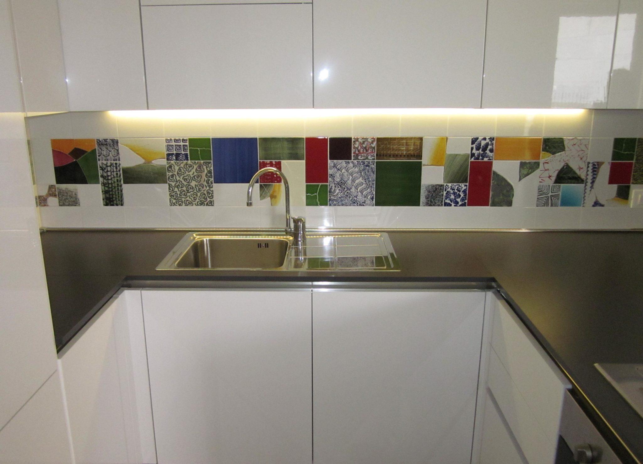 Tra basi e pensili in cucina lineatre arredamenti - Pannelli da cucina ...