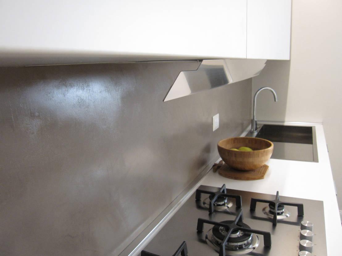 Tra basi e pensili in cucina lineatre kucita gli for Rivestimento cucina