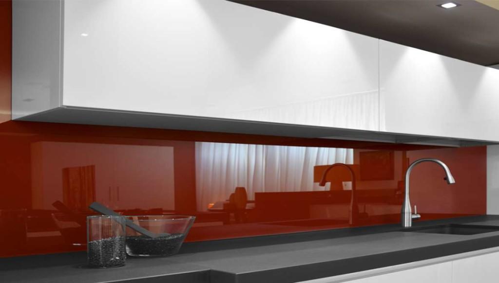 Tra basi e pensili in cucina lineatre arredamenti - Pannelli per retro cucina ...