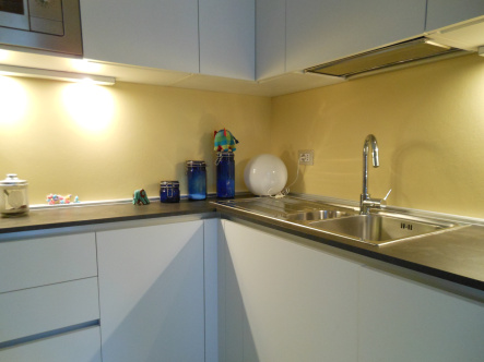 Tra basi e pensili in cucina lineatre arredamenti - Vernice lavabile cucina ...
