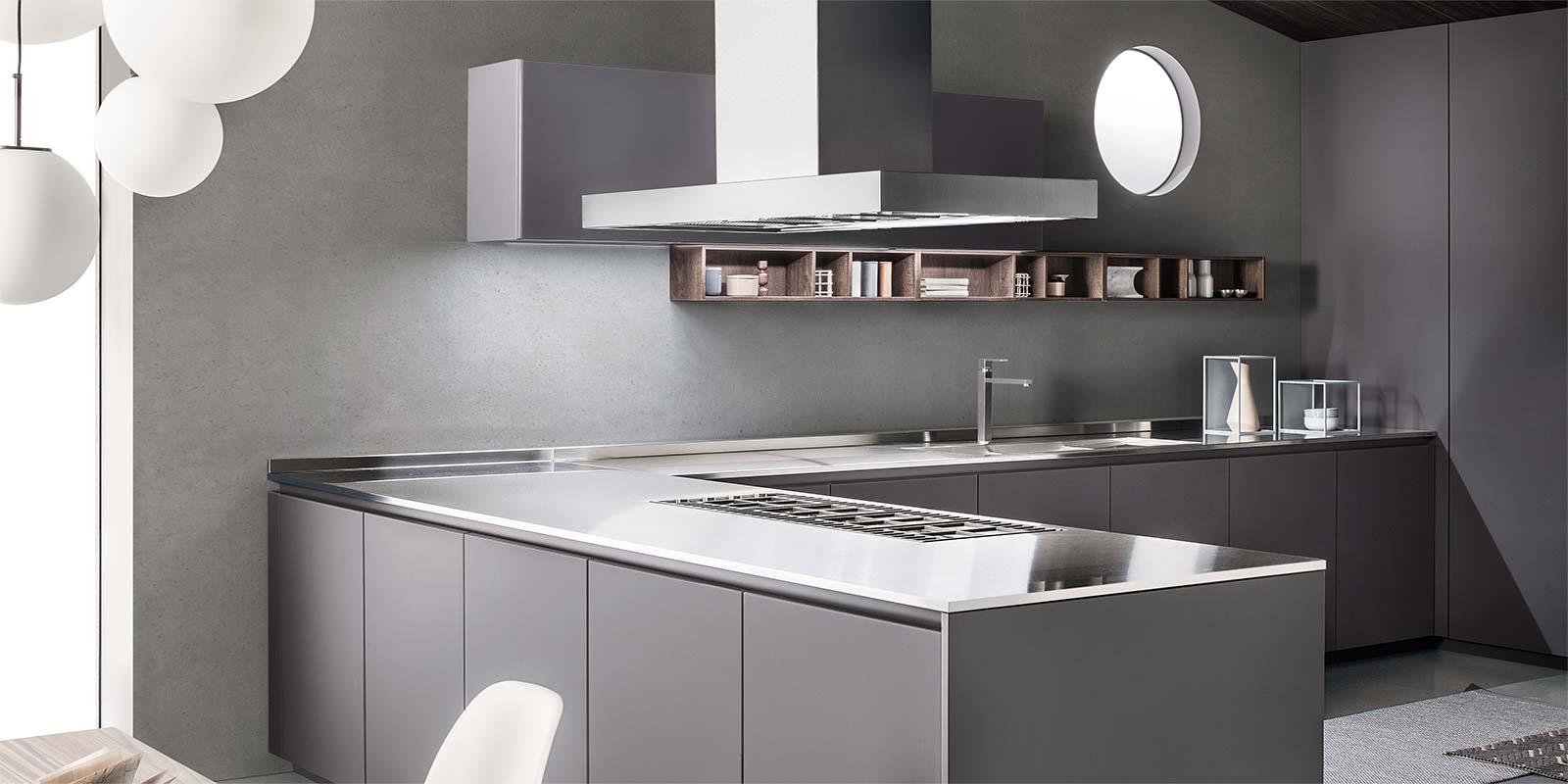 Tra basi e pensili in cucina lineatre arredamenti - Top cucina moderna ...