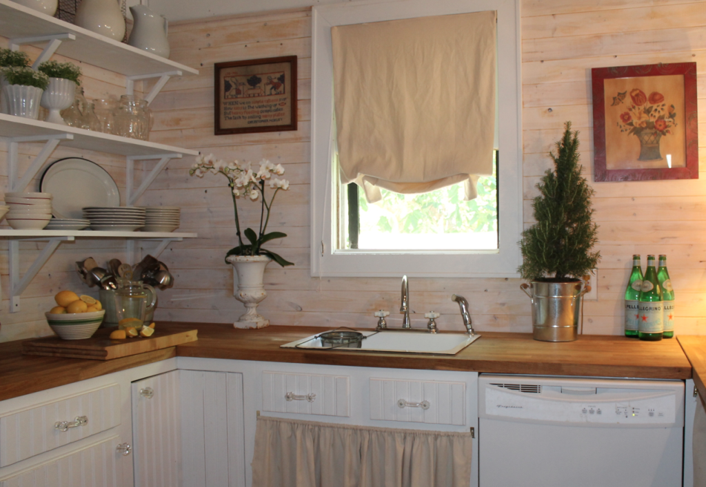 cucina via The Leaning Cottage